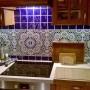 Kuchnia, Orientalne kafle w Twojej kuchni - Widok na kuchnię z marokańską glazurą http://www.cerames.pl/plytki-marokanskie-22