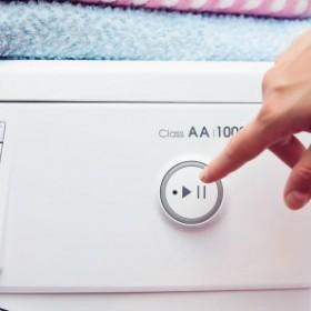 Co zrobić, gdy pralka wędruje po całej łazience?