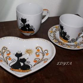 Ceramika dekoracyjna , porcelana ręcznie zdobiona .