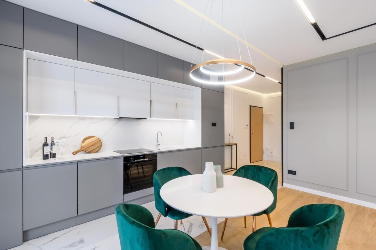 Kuchnia, Z granitu, czy drewna? Biała czy czarna? - Pomysłów może być wiele, a wybór zawsze warto skonsultować z architektem, który zna się na rzeczy!