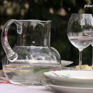 do popicia woda mineralna z cytryną i listkami melisy aby wieczór był spokojny (ha ha!)