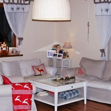 ...udało się, na święta sprawiliśmy sobie cudny prezent sofę dwuosobową  i fotel z serii ektrop oraz ławę,  stół i krzesła wszystko z IKEA&#x3B;)))...i zrobiło się wygodniej, brak jeszcze mebli rtv i regału na książki&#x3B;))) ale wszystko w swoim czasie&#x3B;)))zapraszam do naszego świątecznego salonu&#x3B;)))