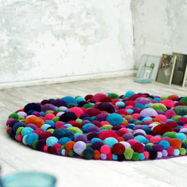pomysł na... dywanik z pomponów