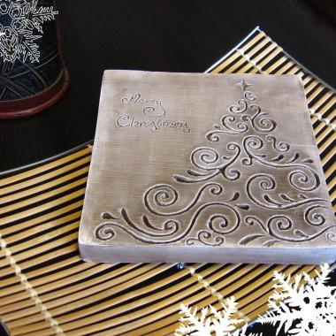 """płaskorzeźba """"Choinka świąteczna"""" w  wersji brązowej"""