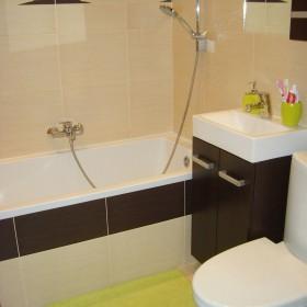 mała łazienka przed i po remoncie