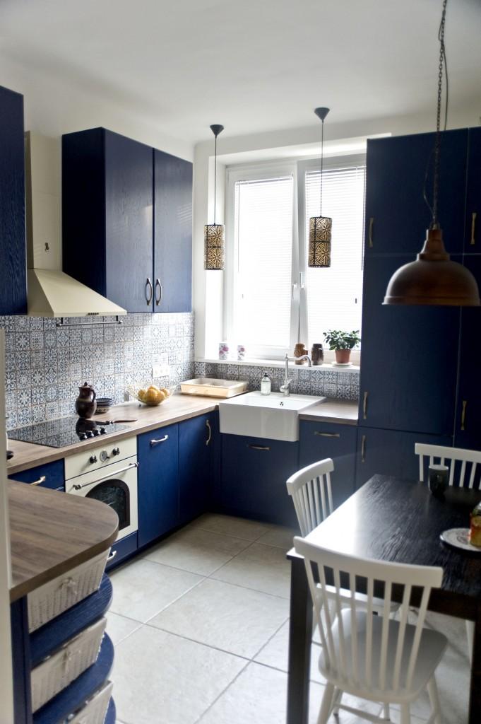 Domy i mieszkania, PRZYTULNY ZAKĄTEK W EKLEKTYCZNYM STYLU - OSTATNI SZLIF  Prawdziwą kopalnią pomysłów i źródłem inspiracji w tworzeniu wnętrz tego eklektycznego mieszkania był dla Magdaleny Miśkiewicz showroom 9design. Znalezione tam dekoracje i lampy utrzymane w stylistyce retro idealnie dopełniają projekt i nadają mu ostatni szlif. W salonie wzrok przyciąga niezwykle stylowa dekoracja Sunbeam dostępna w salonie stacjonarnym i sklepie online.
