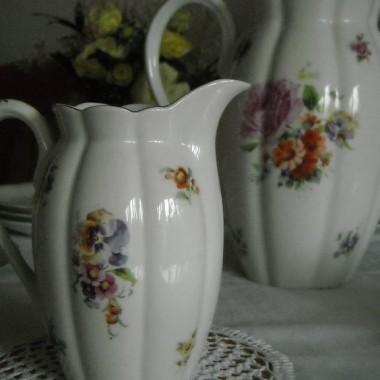 Galeria  koronkowa, porcelanowa  ze starymi fotkami ..........