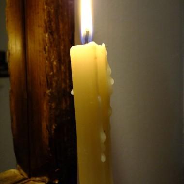 Wieczorową porą w blasku świec