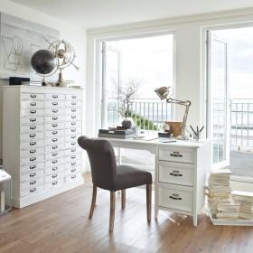 Biuro, gabinet w stylu skandynawskim