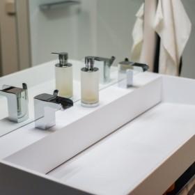 Aranżacje łazienek - umywalki podwójne na wymiar z blatem