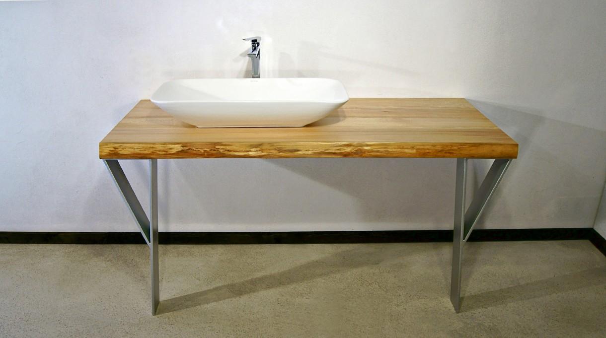 Łazienka, lite drewno w łazience - Blat pod umywalkę z litego buka