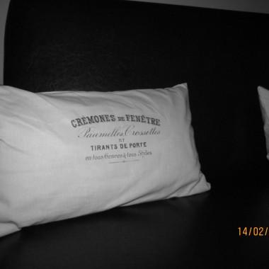 W końcu się udało i po kilku próbach wyszło mi kilka takich poduszek. Zawsze chciałam je mieć ale ich cena... no sami wiecie.Wiem że nie są idealne i do tych ze sklepu im daleko, ale są i cieszą moje oko:)