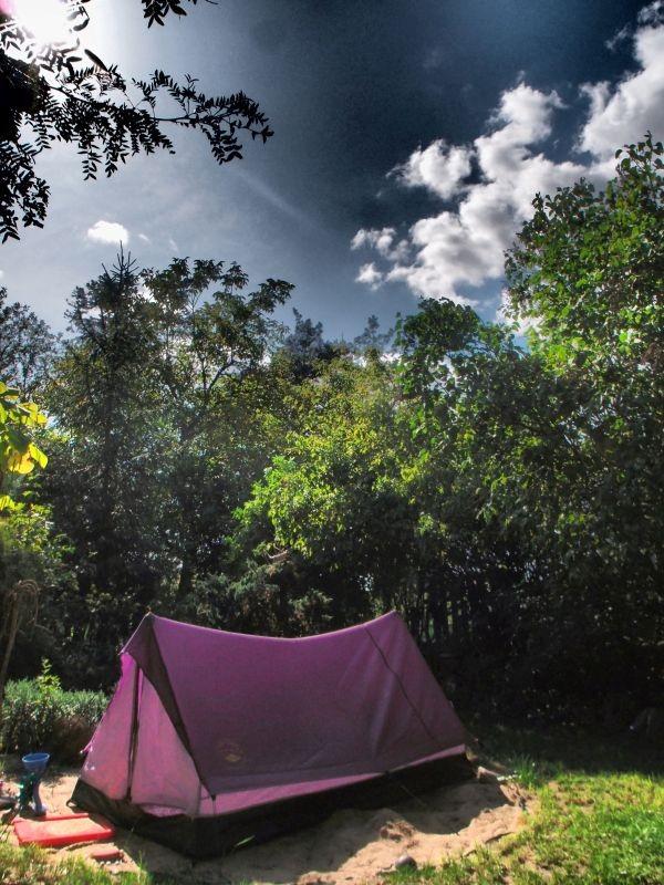 Ogród, Nieśmiała jeszcze jesień - po basenie miejsce zajmuje namiot ku uciesze wnuczki