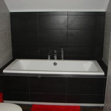 Szaro czarna łazienka