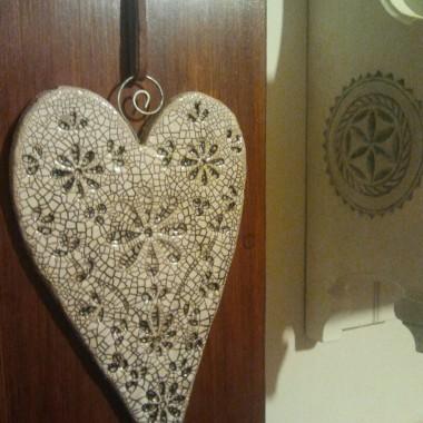 Moje ukochane ceramiczne serce z dekoracyjnymi spękaniami na szkliwie.