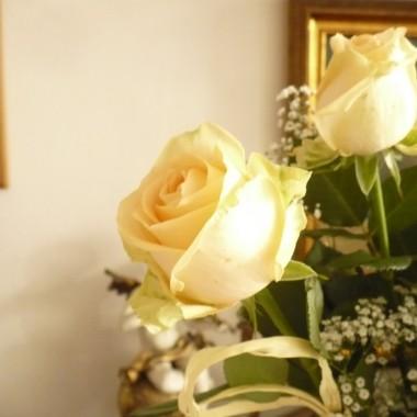 ...............i róże w kolorze ecru..............