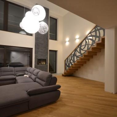 Schody dywanowe z balustradą wycinaną laserowo Schodo-System