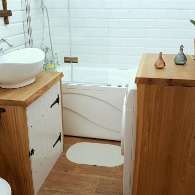 Łazienka w drewnie, w stylu rustykalnym, wykonana metodą zrób-to-sam :)Zapraszam:http://dekostacja.pl/2017/12/28/lazienka-w-drewnie/