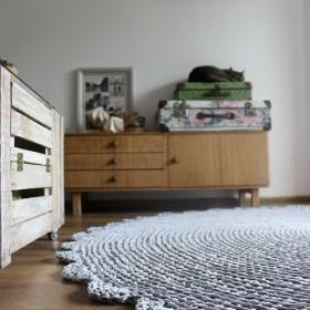 Śpioch, salon i nowy dywan