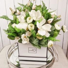 Stylowe flowerboxy i kompozycje  z pięknych kwiatów