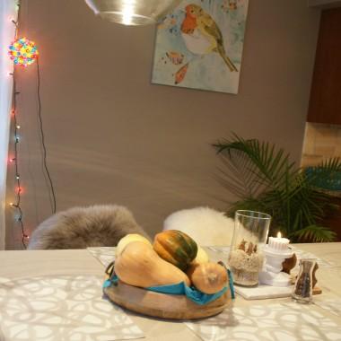 baniek, choinek i ciasteczek..Deccorianki jestescie 'nie do pobicia' z dekoracjami swiatecznymi i nowatorskimi dekoracjami i pomyslami.  Ja niestety nie mam na to ani zbytnich checi ani cierpliwosci, ale chetnie podziele sie kilkoma fotkami z mojego domu i bardzo okrojonej mini-choinki w tym roku :)Dla dziewczyn ktore znaja moje katy - tak dla przypomnienia siebie i swojego domu wrzucam.  Niewiele nowosci w starych katach.  W nowych jest wiecej nowinek, ale nie skonczone wiec nic nie pokazuje jeszcze.Wszystkim odwiedzajacym zycze spelnienia marzen w Nowym Roku!