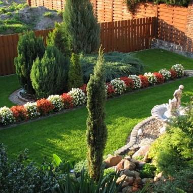 widok z części tarasowej na niżej położone poziomy ogrodu