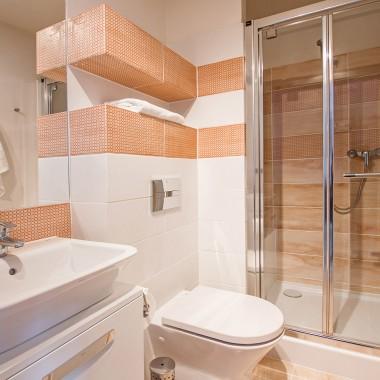 Funkcjonalne, małe łazienki w mikroapartamentach