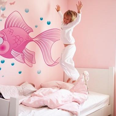Dziecko w podwodnym świecie