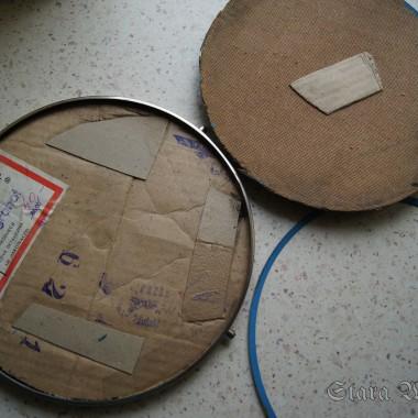 Krok 1.Zdjęcie metalowej obręczy i rozłożenie tortownicy na części pierwsze (poza obrotową stopą).