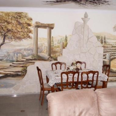 Mural o tematyce greckiej w salonie