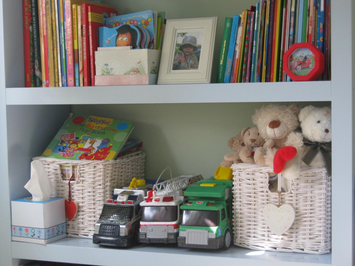Pokój dziecięcy, Pokój czterolatka - Książki, samochody , pluszaki ...  mają swoje miejsce