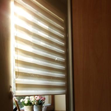 """Rolety """"dzień - noc' w sypialni"""