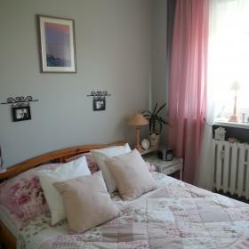 Sypialnia po małych zmianach w dekoracji .