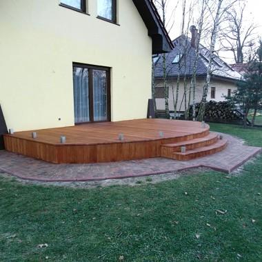 Taras drewniany z modrzewia. Realizacja w Żaganiu