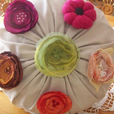 Kwiaty żywe i w biżuterii