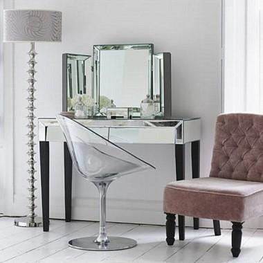 Lustrzana toaletka Delice z lustrem z Inspirodesign.