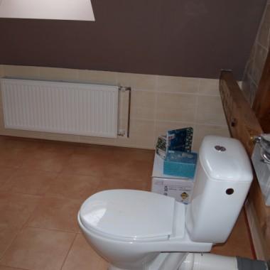 """""""kibelek"""" w łazience, oczywiście belki tez są:)"""
