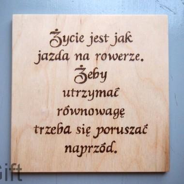 Życie jest jak jazda na rowerze. Tabliczka motywacyjna.