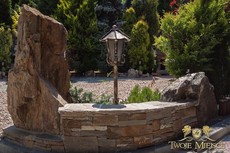 Realizacje, Kamień w ogrodzie