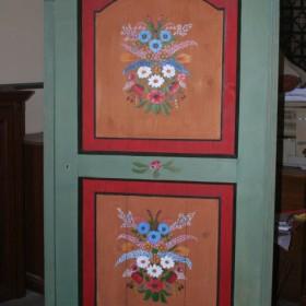 Pomalowana szafa