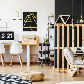 Ciekawy pomysł na niedrogie meble do salonu czy sypialni