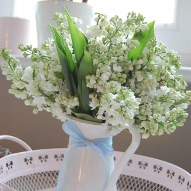 No i nastał ukochany, wytęskniony,słoneczny i kolorowy MAJ&#x3B;-)Dla niektórych magiczny bo to miesiąc zakochanych.Mnie kojarzy się z przepieknymi zakwitającymi kasztanami, zielonymi przydrożnymi ogródkami, z kwitnącym migdałkiem, nieskazitelnym widokiem i zapachem bzu.Tylko w tym miesiącu odczuwam wyjątkowe wyczucie otoczającego mnie piękna i dziś tym pięknym chciałbym podzielić się z Wami&#x3B;-)Pozdrawiam wszystkich i zapraszam!
