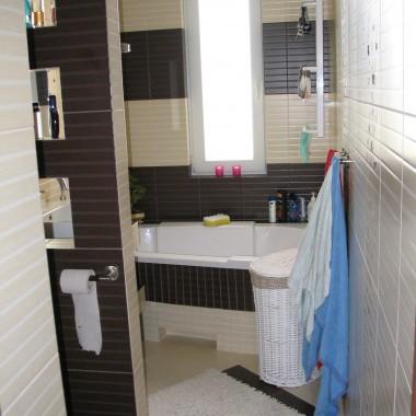 tak wyglądała łazienka przed malowaniem , nie byla zła ale mi sie znudziła