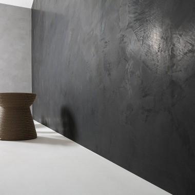 łączenie betonu architektonicznego na ścianie z mikrocementem na posadzkach