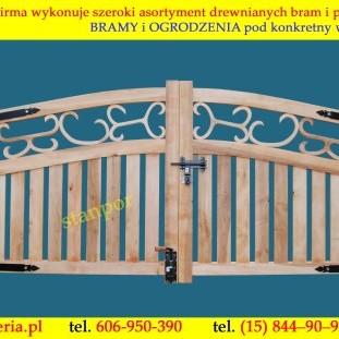 Drewniana brama dwuskrzydłowa