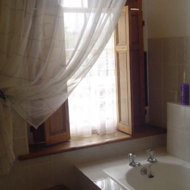 a takie mam okno w łazience - żona lubi tam odpoczywac :)
