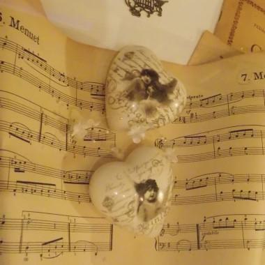 """...czasami nachodzą mnie wspomnienia....jednym z nich są lata spędzone przy pianinie...odkurzyłam stare nuty ,  z których kiedyś grałam...odwiedziłam budynek mojej Szkoły Muzycznej pięknie odrestaurowany  / Pałac Dietla  polecam zwiedzanie , cudowna łazienka i jedna z najpiękniejszych sal... """"sala drewniana"""" / W Pałacu nagrywane były sceny do filmu Biała Wizytówka...wtedy jako nastoletnia dziewczynka z koleżanką podglądałyśmy  aktorów , którzy w nieskończoność powtarzali nieudane sceny......:-).... no i z tych wspomnień powstała galeria....pozdrawiam słuchając Chopina....:-)))"""