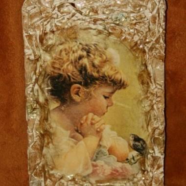Obrazek z dziewczynką wykonany techniką decoupage.