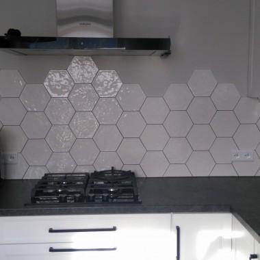 Heksagonalne płytki jako nieodłączny element Twojej kuchni