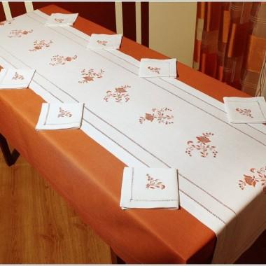 Moja najnowsza kolekcja obrusów.  kolekcja współczesna :)Wykonuję: Obrusy, bieżniki, serwety, zasłony, firany, pościel. Możliwość wykonania haftu, według projektu klienta np: inicjały na obrusie,własny wzór, szatki do chrztu, loga, haft na pościeli i ubraniach itp.http://www.haftreczny.commobil : +48 503871519e-mail: krysiaa33@wp.plgadu-gadu: 10836427skype: krysiaa33